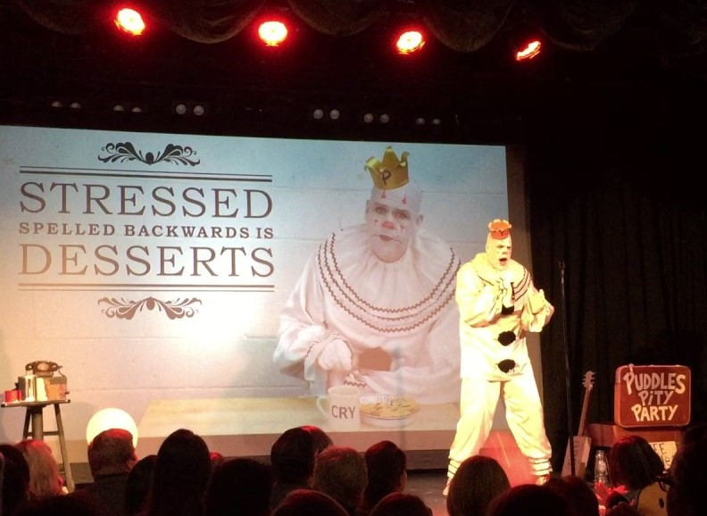 Puddles Pity Party chantant Under Pressure.